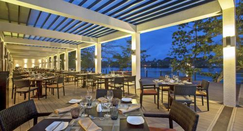 Centara Ceysands Resort & Spa : Restauration
