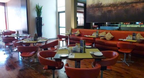 Centro Barsha : Restauration