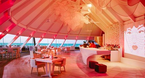 LUX* South Ari Atoll Resort & Villas : Restauration